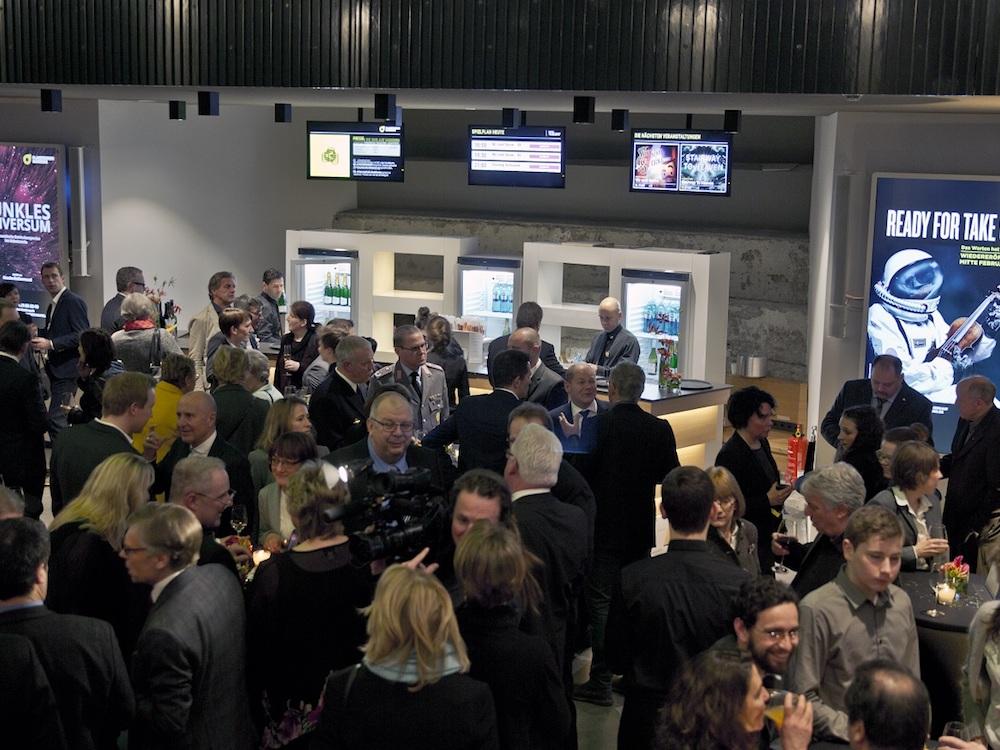 Insgesamt 27 UHD Screens sind im Planetarium Hamburg im Einsatz (Foto: pilot Screentime)