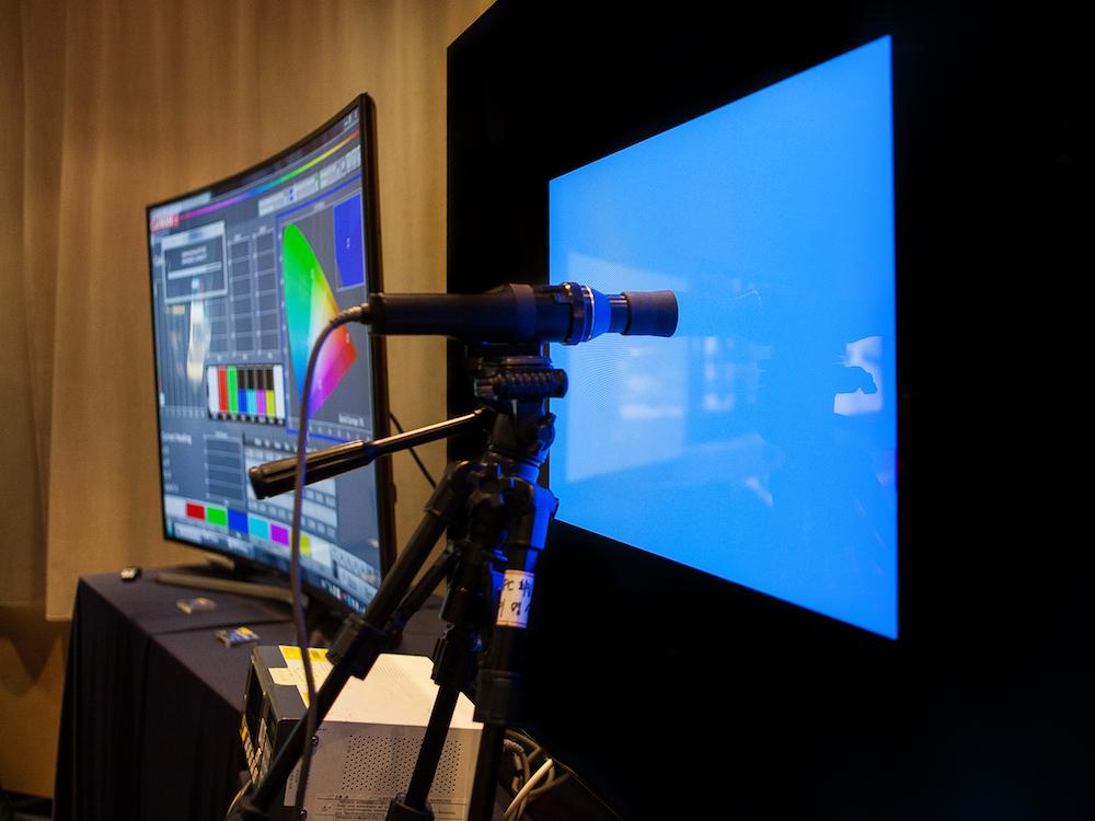 Ein QLED Screen wird kalibriert (Foto: Samsung)