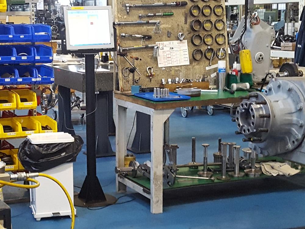Touch Screen mit integriertem Rechner von IPO Technologie in einer Fabrik (Foto: IPO Technologie)