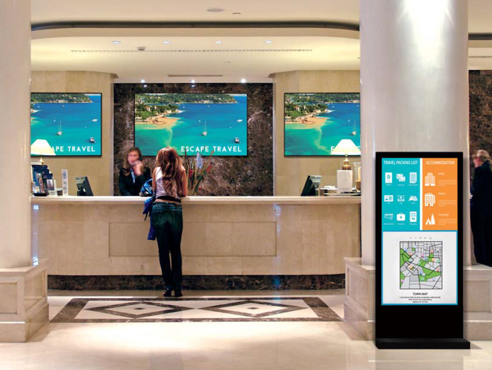 Ermöglicht Interactive Digital Signage – Shadow Sense Screen in einer Hotellobby (Foto: Panasonic)