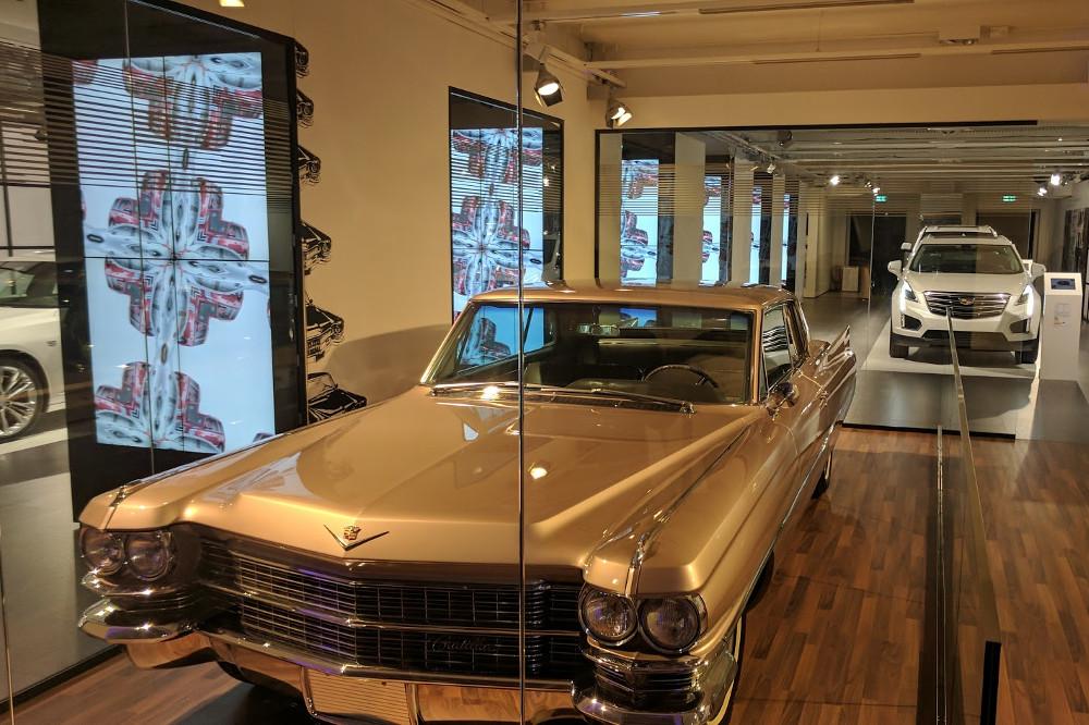 Classic Car meets Digital Signage (Foto: invidis)