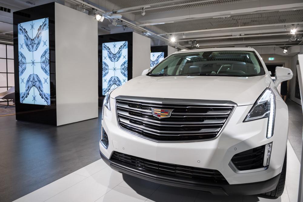 An Screens hat man bei der Ausstellung keineswegs gespart (Foto: Cadillac)