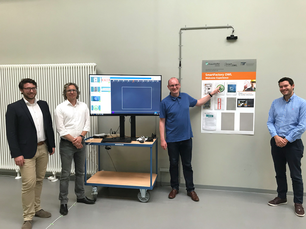 Die Entwicklungspartner Fraunhofer und Symbic haben die neue interaktive Lösung gemeinsam entwickelt (Foto: Fraunhofer-Anwendungszentrum Industrial Automation )