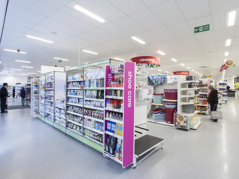 Die LEH Kette Wilko beleuchtet über 380 Filialen und zwei Logistikzentren mit einer LED Lichtlösung der Marken Thorn und Zumtobel (Foto: ZGS)