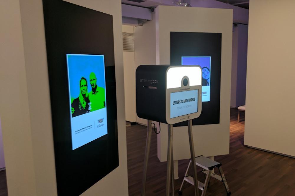 Die Sharingbox aus Belgien im Einsatz für die selbstproduzierte Kunst (Foto: invidis)