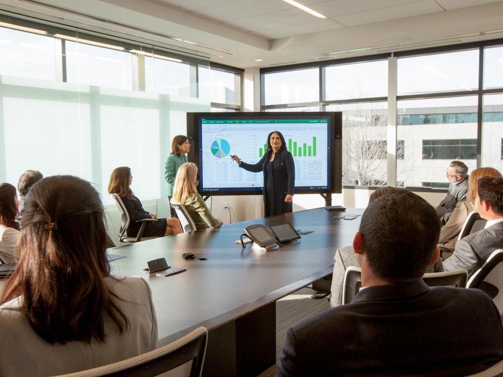 Einsatz des Surface Hub in einem Konferenzraum (Foto: Electrosonic)
