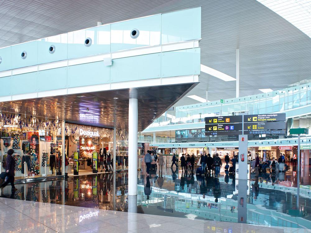 Retail-Bereich am Airport Barcelona-El Prat (Foto: Aena)