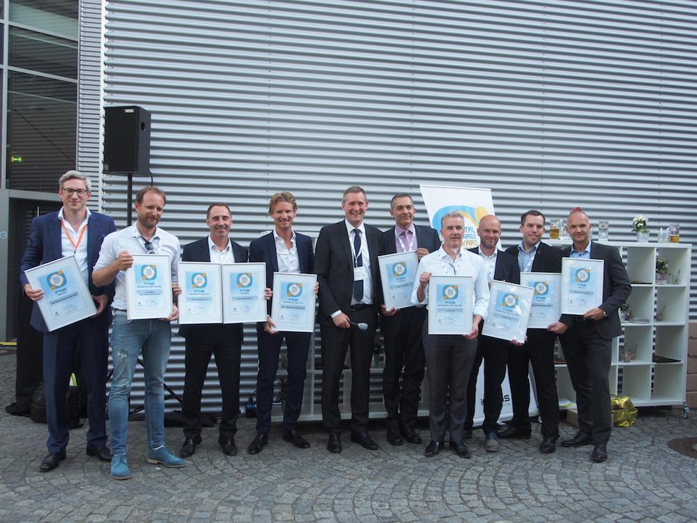 So sehen Sieger aus – die Gruppenbild der Gewinner der Awards (Foto: invidis)