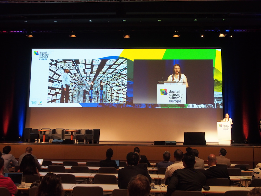 Valentina Candeloro von Mood Media bei ihrer Präsentation (Foto: invidis)