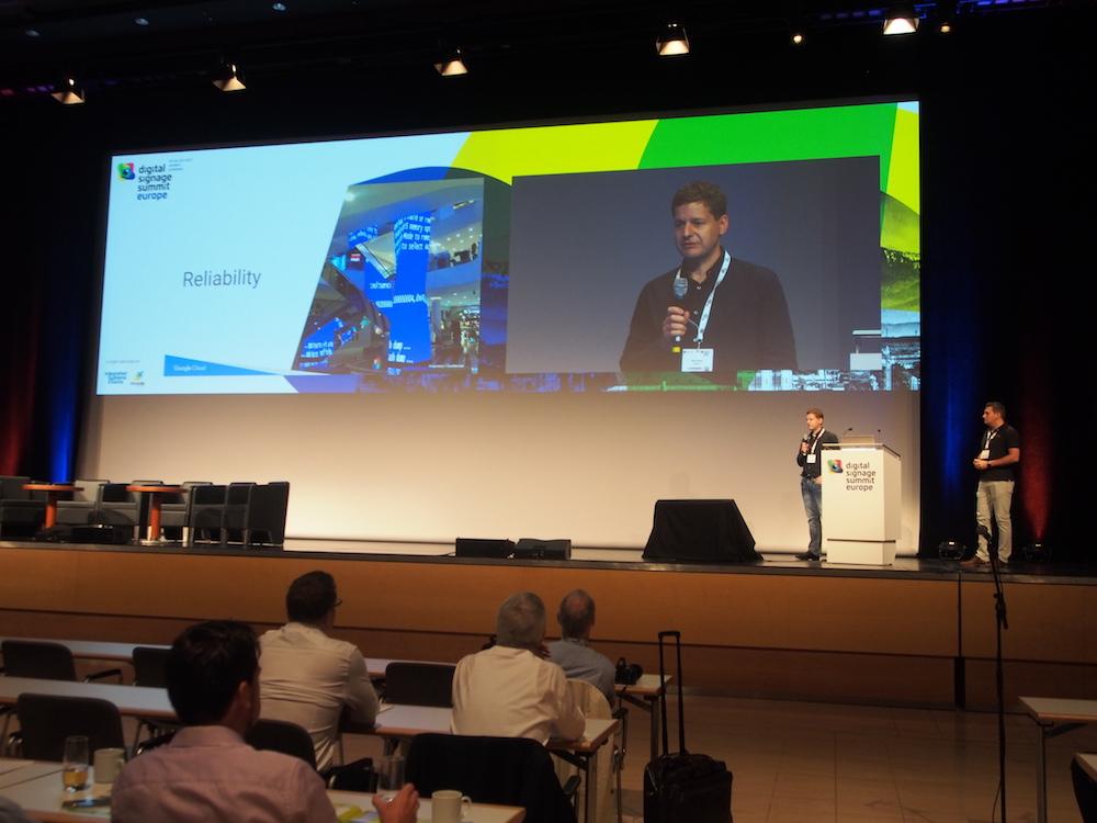 Hielten die zweite Keynote des zweiten Konferenztages (v. l.) - Mark Grady und Valon Rexhepi (Foto: invidis)