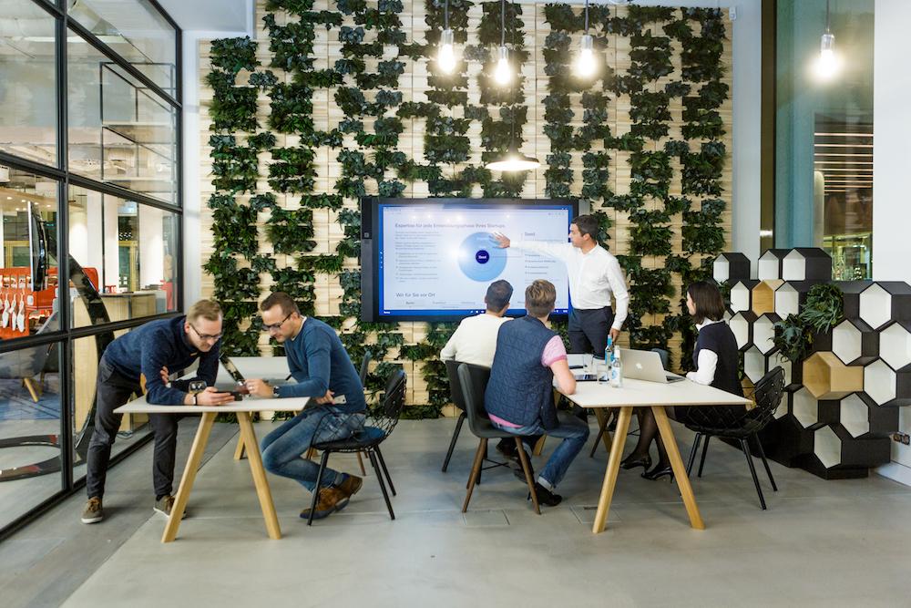 Besser als jeder Starbucks – das Gewächshaus im Quartier Zukunft kann von jungen Unternehmern genutzt werden (Foto: Deutsche Bank)