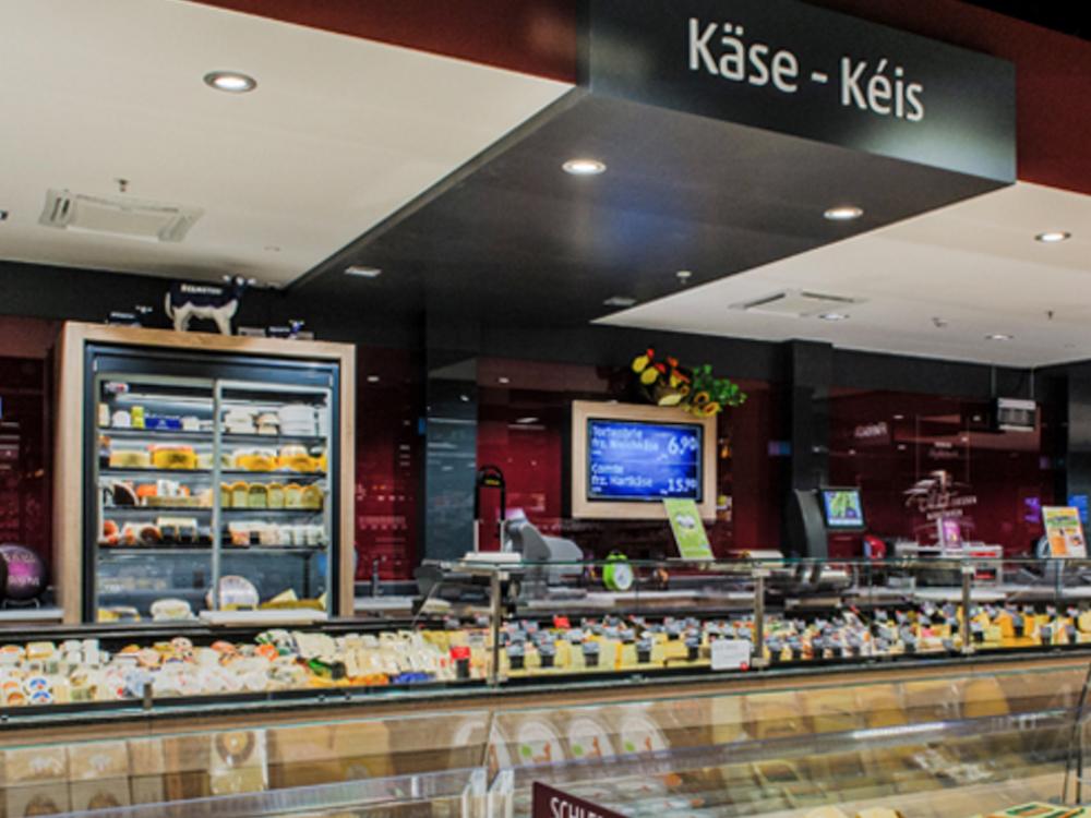 Der erste Rewe-Markt in Luxemburg wurde mit Digital Signage Screens ausgestattet (Foto: Online Software AG)