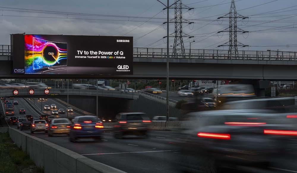 Kampagne für QLED TVs des Werbungtreibenden Samsung auf einem der beiden Daktronics-Screens in Melbourne (Foto: QMS Media)