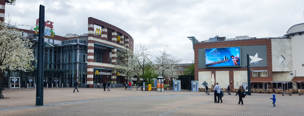 Das Videoboard an der CentrO Promenade ist ab November 2017 buchbarm (Foto: Sign You Mediascreen GmbH)