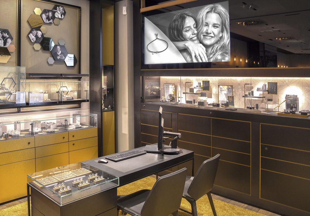 Das neue Store-Konzept wird zunächst in fünf weiteren Shops umgesetzt (Foto: Christ)