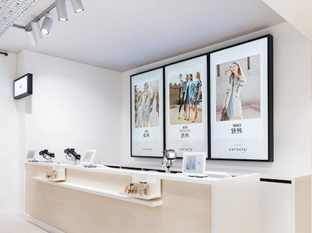 Digital Signage Screens im Flagship von Orsay (Foto: Bütema)
