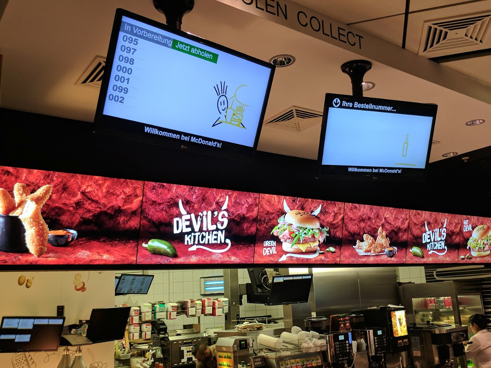 Digitale Menübaords am Flughafen Wien (Foto: invidis)