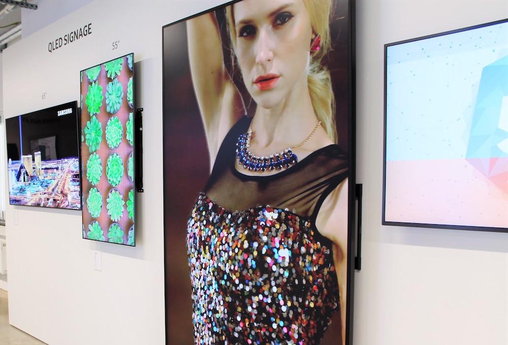 Displays mit OLED Panel sind ebenfalls zu sehen (Foto: Samsung)