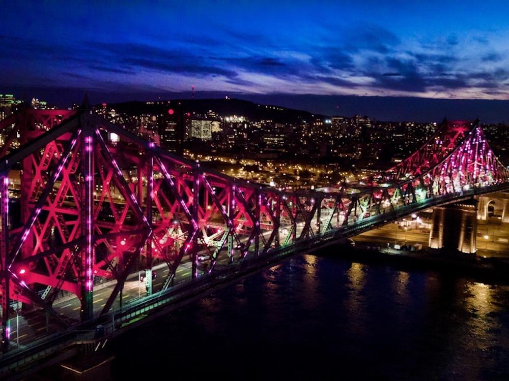 Eine Brücke als lebendes Objekt – das Lighting wird aus Datenquellen gespeist (Foto: Moment Factory)