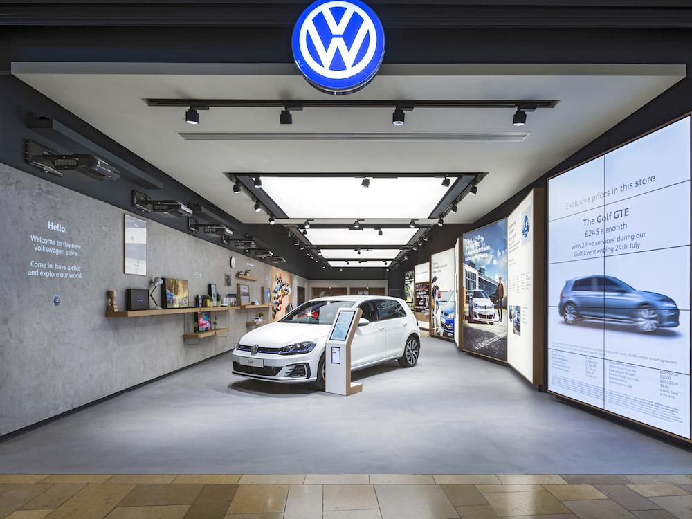 Eingangsbereich des Volkswagen Stores in Birmingham (Foto: Dalziel & Pow)