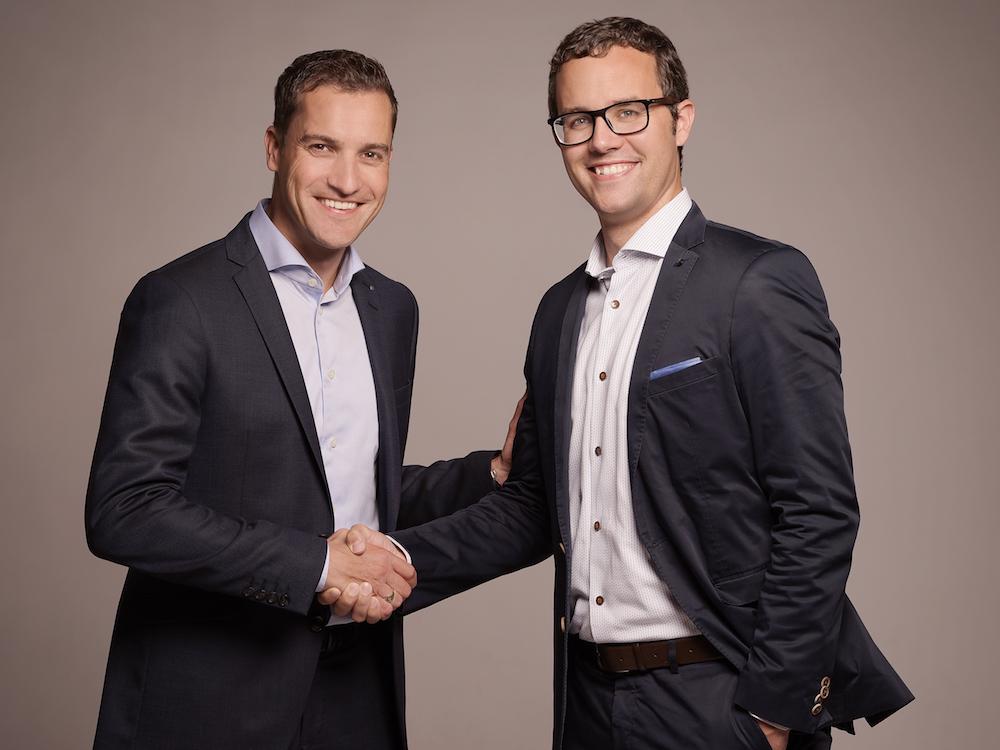 Guido Stillhard (links) übergibt die Leitung der JLS Digital AG an Patrick Minder (Foto: JLS Digital AG)