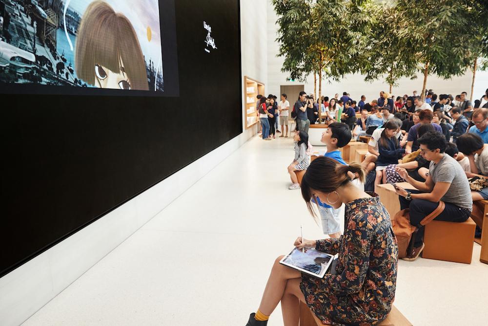 LED Screen im Forum des Stores in Singapur (Foto. Apple)