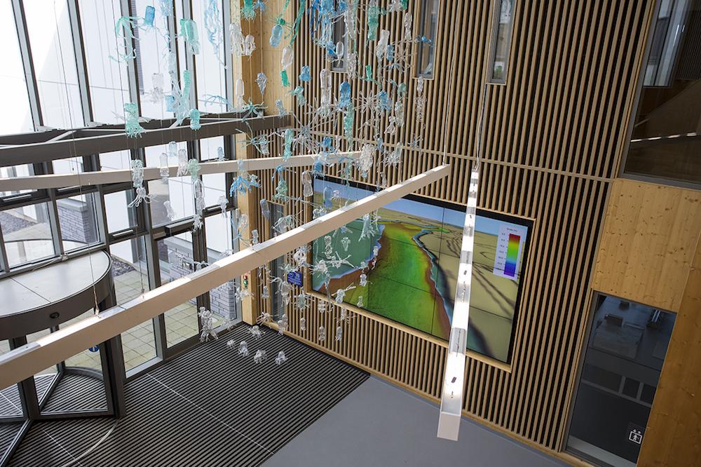 Mit der 3x3 Video Wall lassen sich auch künftige Geldgeber für Forschungsprojekte überzeugen (Foto: Peerless-AV)