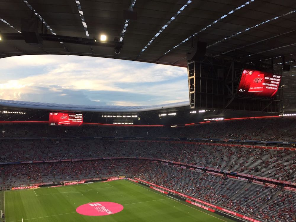 Mit zwei neuen LED Displays glänzt nun die Allianz Arena (Foto: LEDCON)