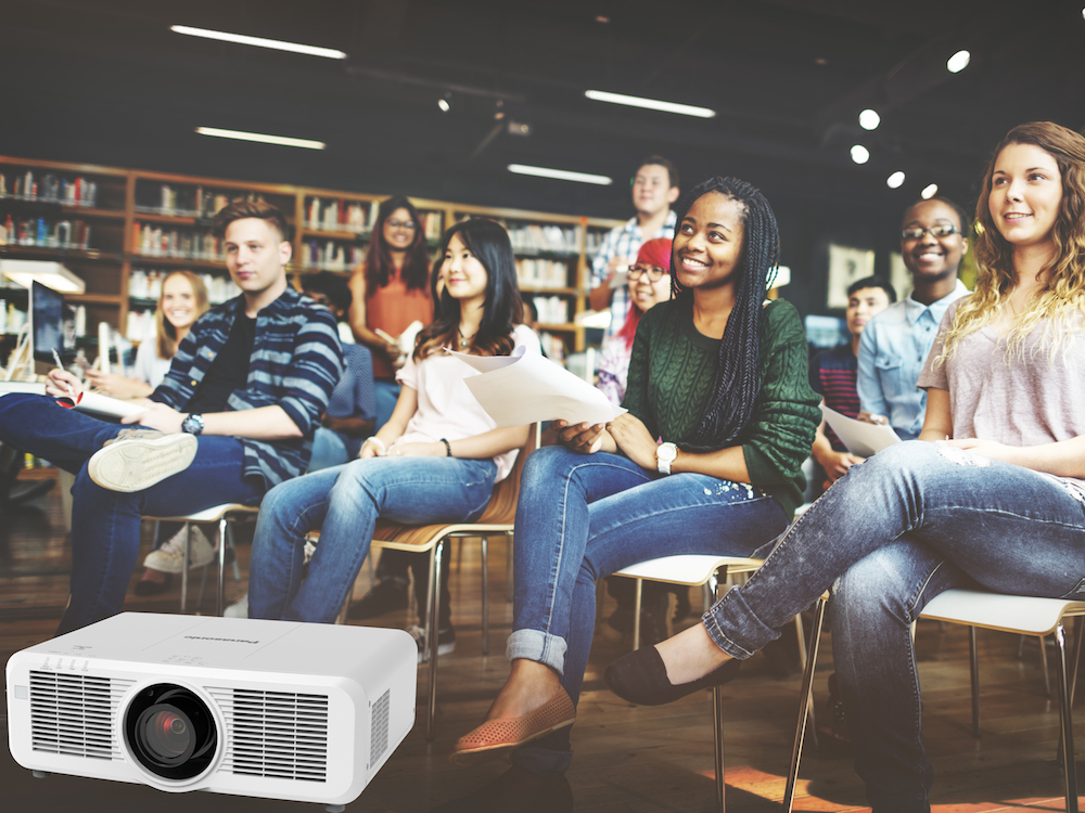 Mit der Serie MZ670 werden Unternehmen und Bildungsinstitutionen adressiert (Foto / Montage: Panasonic)
