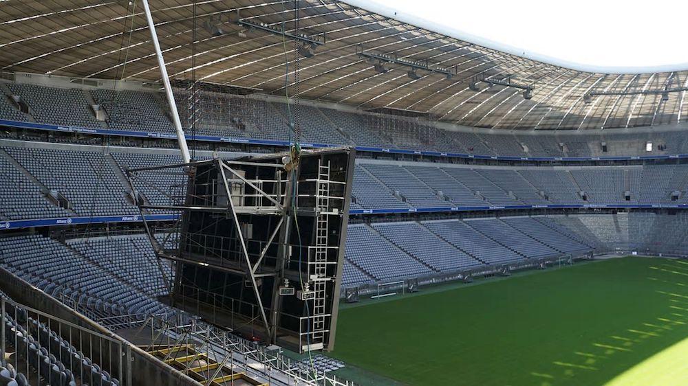 Waehrend der Installationsphase – neues LED Video Board (Foto: Allianz Arena)