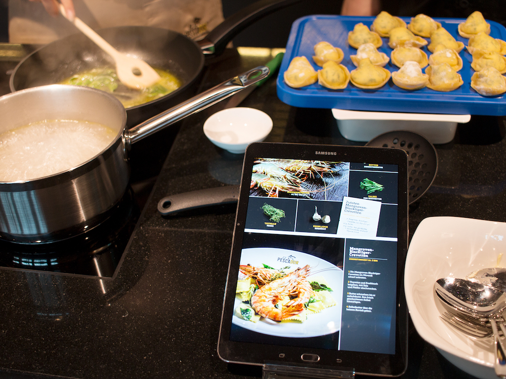 iPad am Herd – Small Signage in der Gastronomie (Foto: Littlebit)