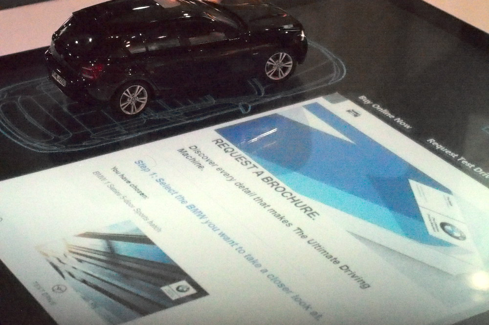 BMW nutzte Marker Multitouch und Software damit Interessenten sich in Goodwood eingehend mit ausgewählten Automodellen beschäftigen konnten (Foto: invidis)