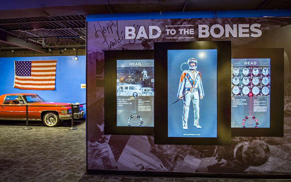 Bad to the Bones – alle Knochenbrüche sind auf den Touchscreens nachvollziehbar (Foto: Dimensional Innovations)