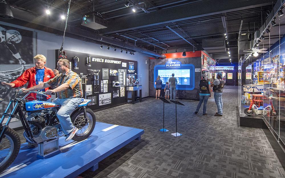 Blick in die Ausstellung (Foto: Dimensional Innovations)