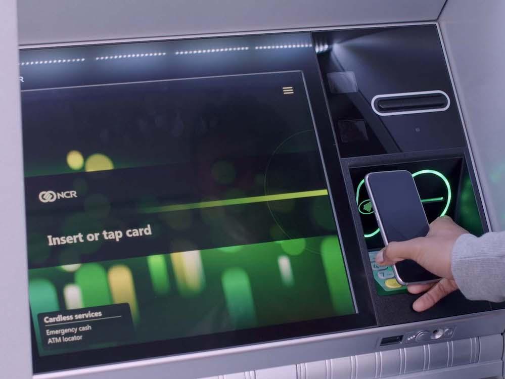 Cardless Cash – Abheben mit dem Smartphone an einem ATM (Foto: NCR)
