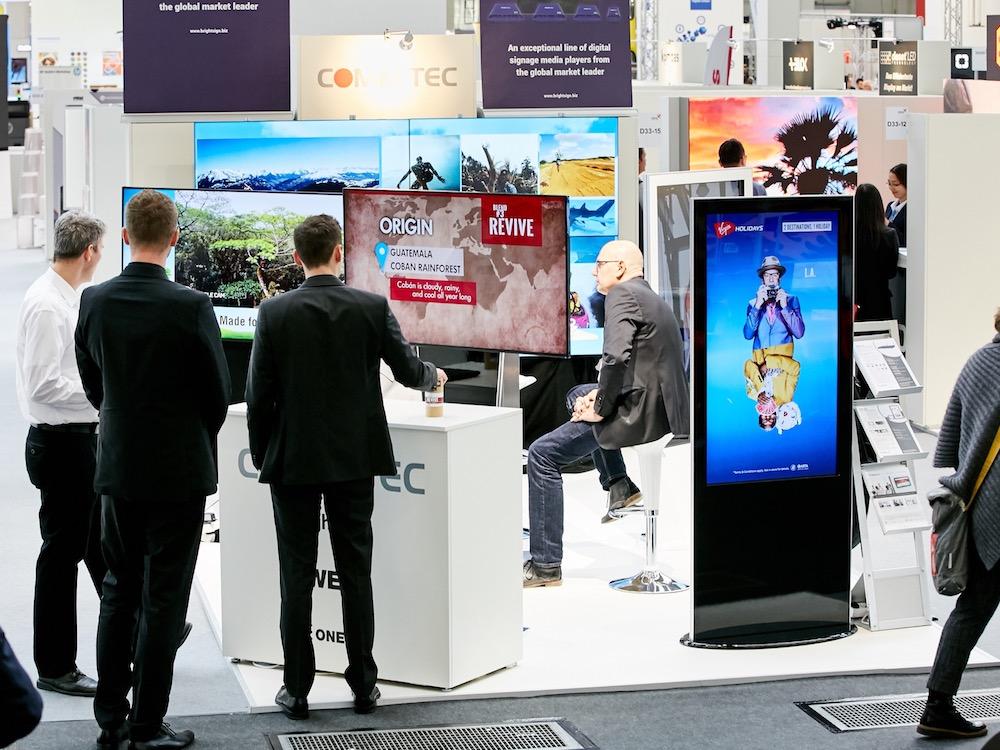 Digital Signage auf der viscom 2016 in Frankfurt (Foto: viscom / Behrendt und Rausch Fotografie)
