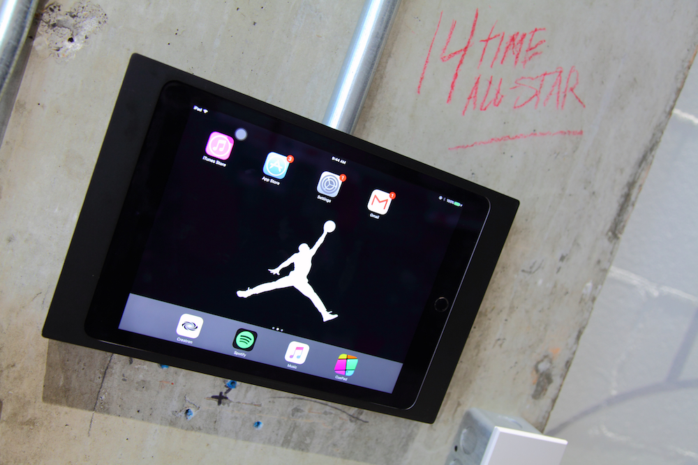 Eine Crestron- Steuerung und ein iPad mit einfach bedienbarer Benutzeroberfläche sorgen für den guten Sound (Foto: Advanced)