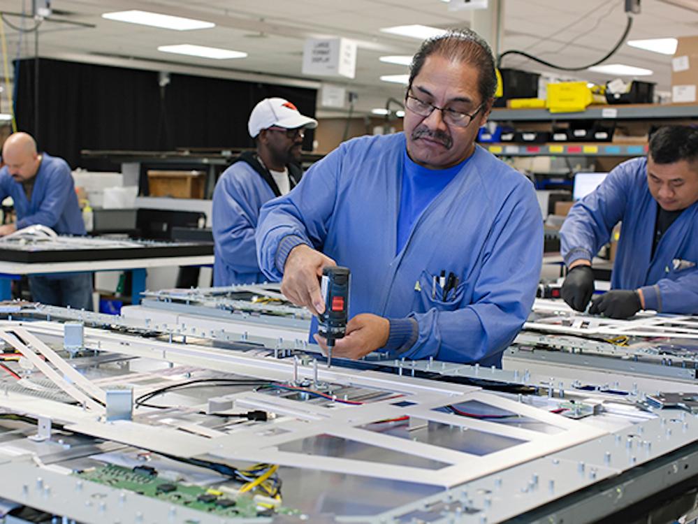 Fertigung von LED Videoboards bei Leyard in den USA (Foto: Leyard)