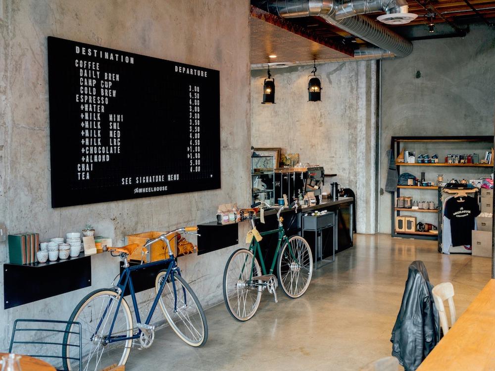 Neue Konzepte für Shops sind gefragt – Laden mit Gastronomie, Symbolbild (Foto: Pixabay / StockSnap)