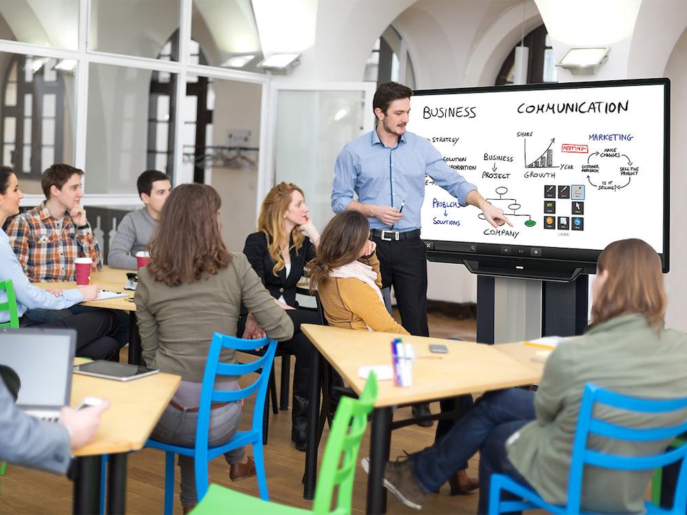 Neuer Collaboration Trolley für den Einsatz in Meeting- und Schulungsräumen (Foto: Peerless-AV)