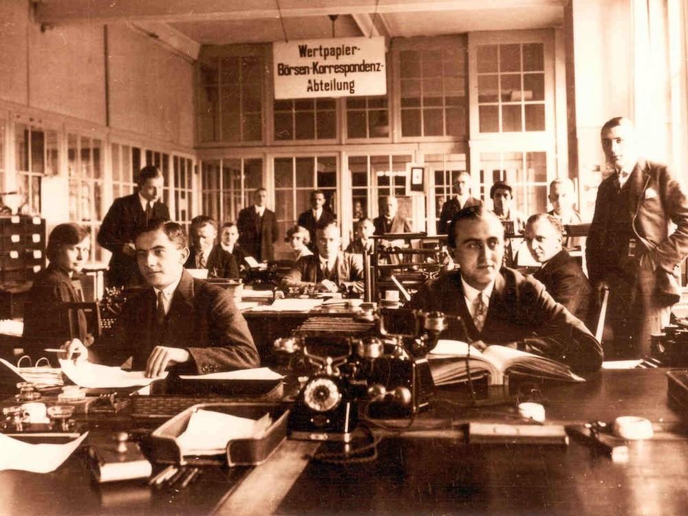 Noch ohne Blockchain und Co. – Wertpapierabteilung der Commerzbank in den 1930er Jahren (Foto: Commerzbank)