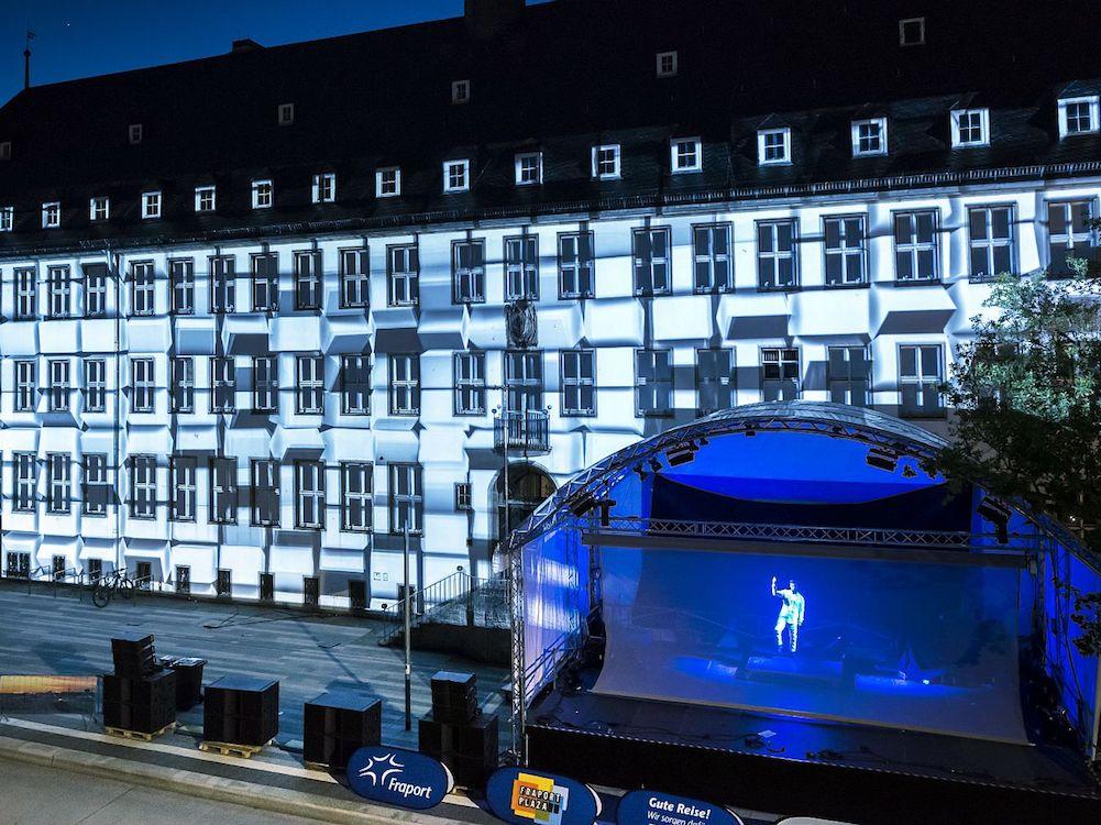 Hessentag 2017 – Projection Mapping auf der Fassade und Holografie auf der Bühne (Foto: Gahrens + Battermann)