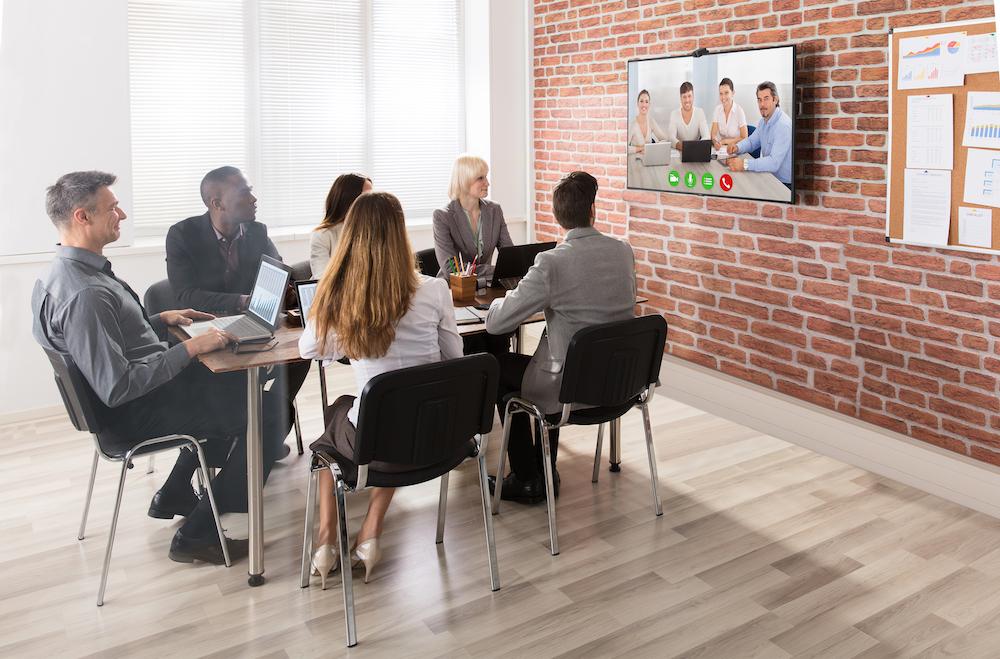 Screen aus der C Serie in einem Konferenzraum (Foto: NEC)