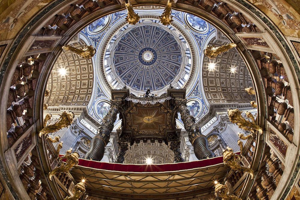 Wird künftig mit LED illuminiert – Decke des Petersdoms in Rom (Foto: Vatikan)