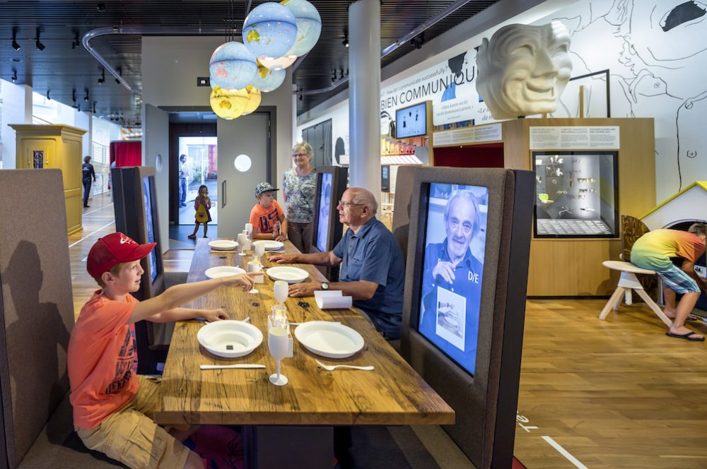 Zu Tisch mit einem fremden Gegenüber Foto: Thijs Wolzak)