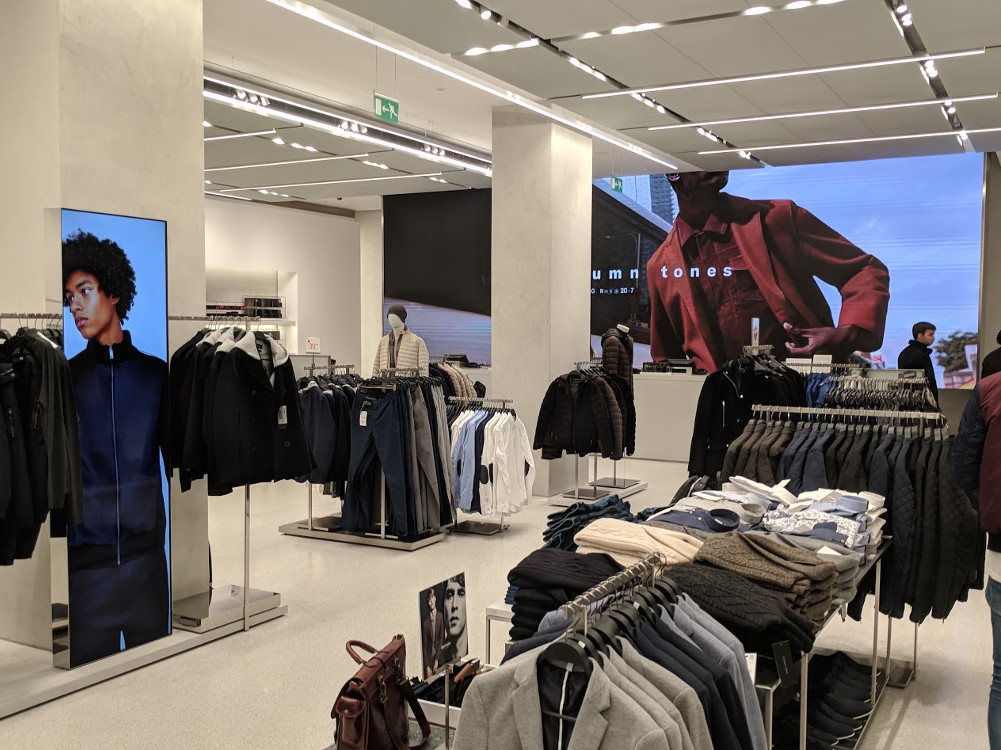 Stretched Displays in Fashion Retail (Foto.invidis)