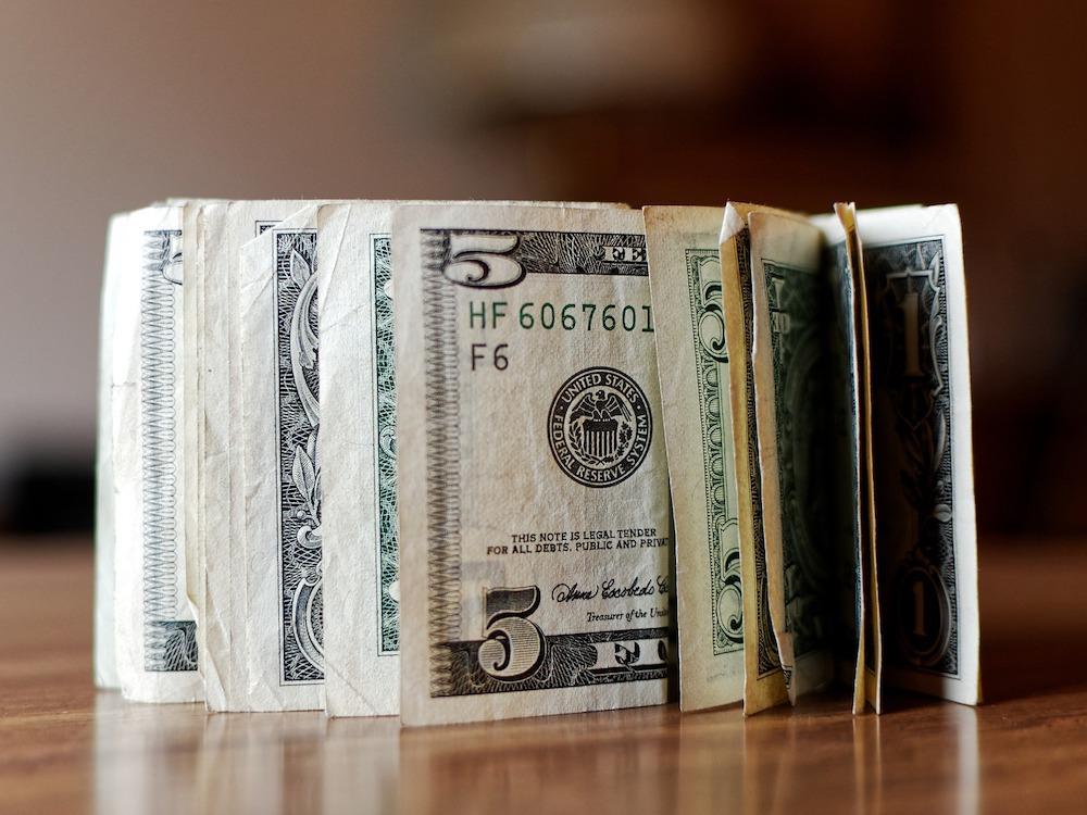 Für eine Handvoll Dollar mehr – Investoren und Marktbedingungen treiben die Konsolidierung voran (Foto: Pixabay / SofiLayla)