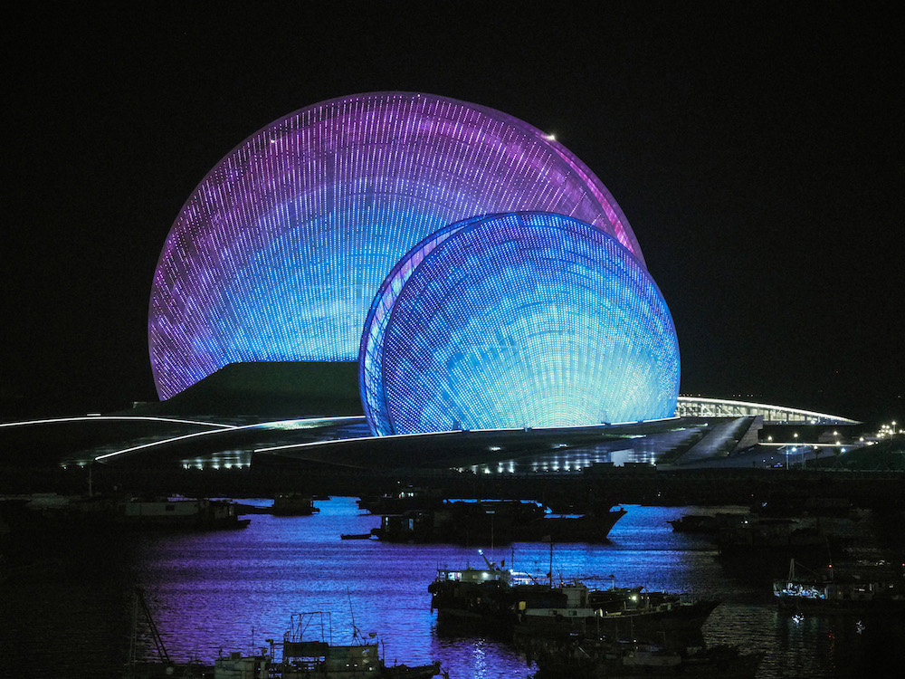 LED-Medienfassade des Zhuhai Grand Theatre (Foto: Osram)