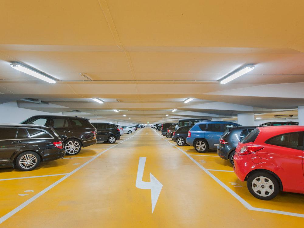 LED-Röhren in der Contipark Garage Wiesbaden – Projekt wurde vor der Trennung von Osram durchgeführt (Foto: Ledvance)