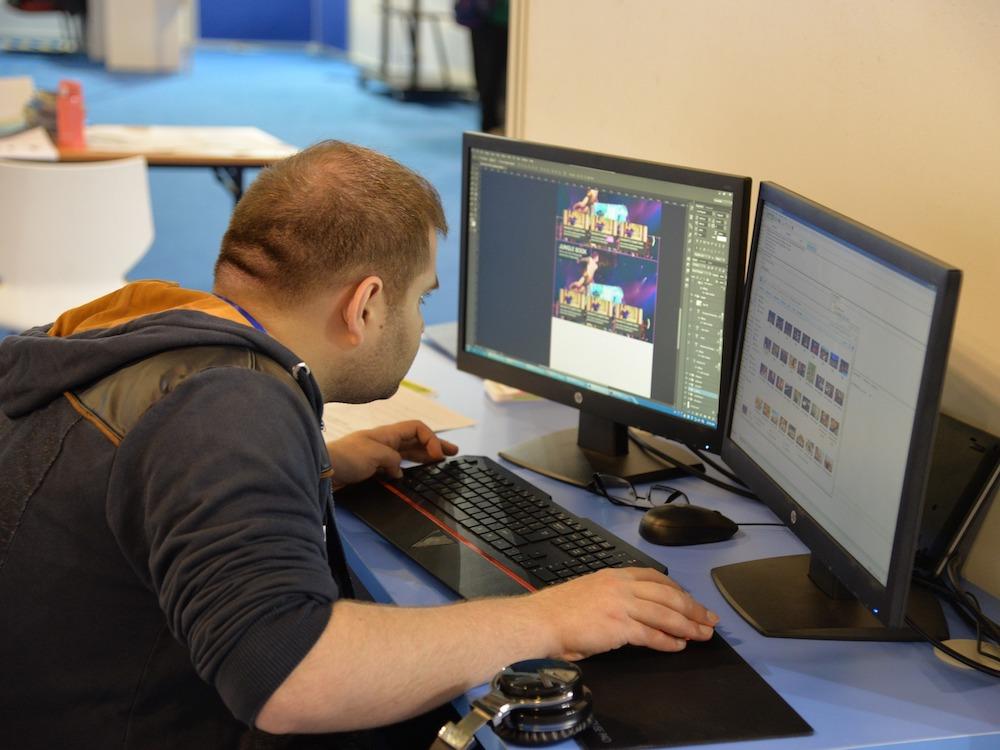 Programmierer bei einem Wettbewerb – Symbolbild (Foto: Pixabay / bbpc)